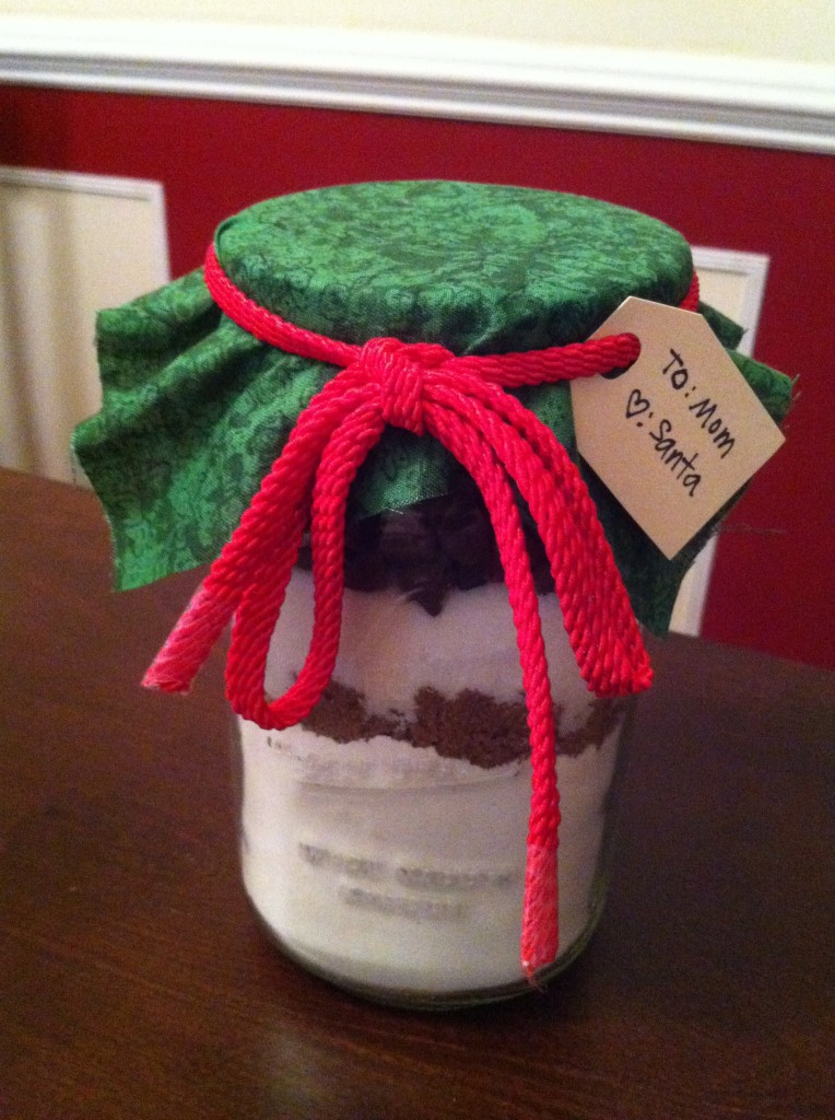 Here is a super easy gift idea - try out this chocolate chip cookie in a jar recipe! Perfect for the last minute gift!