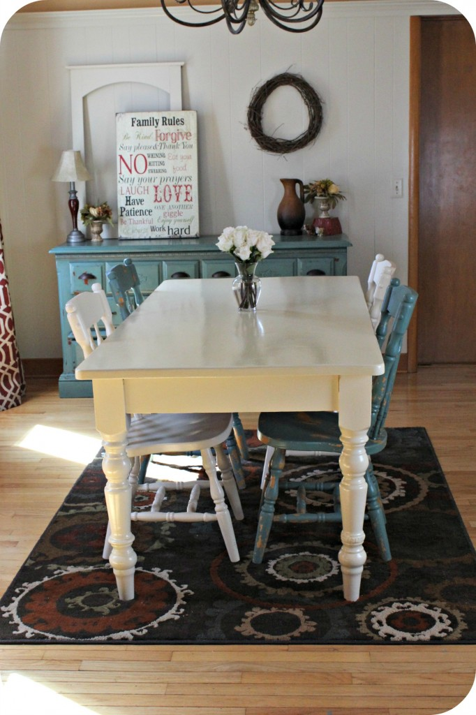 I love this beautiful dining room decor! This beautiful dining room was re-designed for just under $500! I just love the colors!