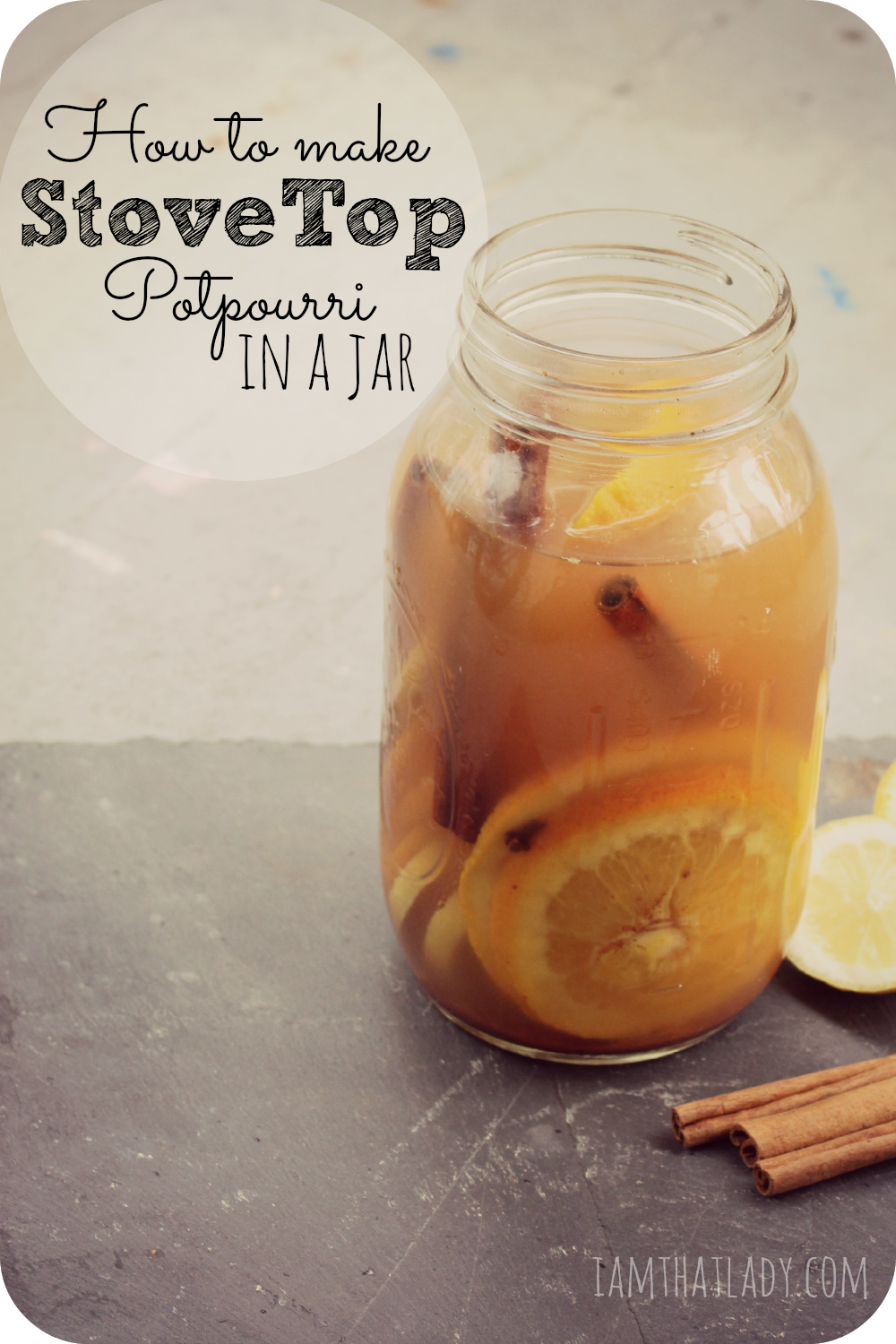 Want to make your house smell amazing! Here is a super easy stovetop potpourri recipe.  You can whip it up in just 10 minutes plus is makes a perfect gift!